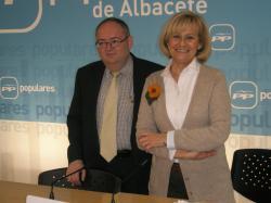 Dimas Cuevas y Carmen Bayod, en la sede provincial.