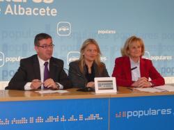 Marcial Marín, María del Mar Blanco y Carmen Bayod, en la sede provincial.