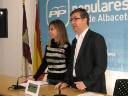 Inmaculada López y Marcial Marín, en la sede provincial.