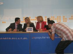 Mari Mar Blanco, junto a Marcial Marín y Carmen Bayod.