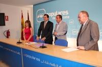 Francisco Núñez, presidente del PP de Albacete; Manuel Mínguez, alcalde de Hellín; Irene Moreno, diputada nacional; y Dimas Cuevas, senador, en rueda de prensa.