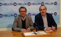 Antonio Martínez y Francisco Vizcaíno, en la sede del PP de Hellín.