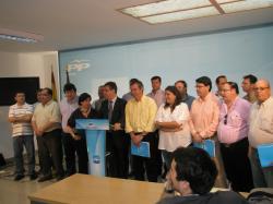 Marcial Marín, con los alcaldes del PP en la sede provincial.