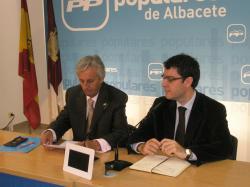 Sixto González y Alvaro Nadal, en la sede provincial.