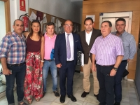 Pío Bernabéu, acompañado por Paco Núñez y responsables del PP de la comarca.