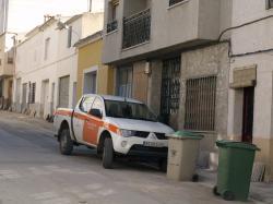 Vehículo de Protección Civil, junto a la casa del alcalde.